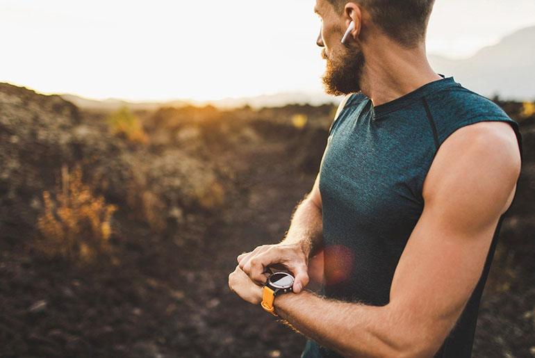 running and listening to music with smartwatch